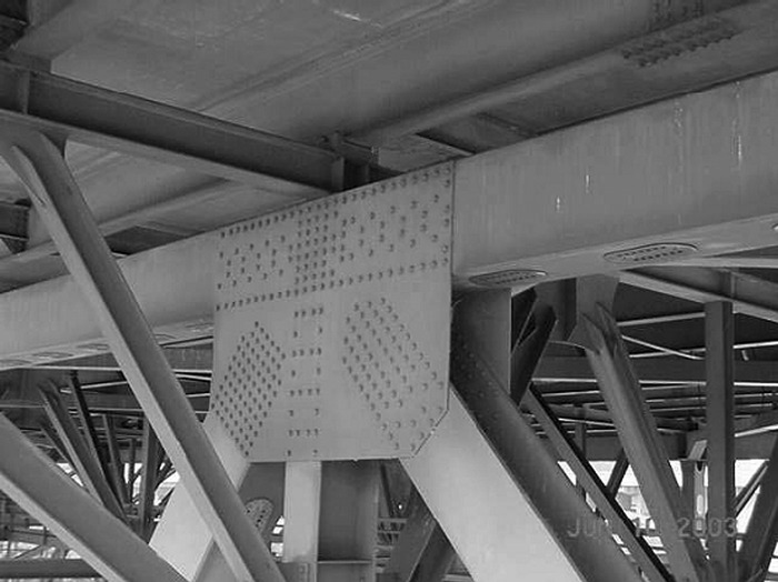 Typical five-member node (two upper chord members, one vertical member, and two diagonal members) on I-35W Bridge. (