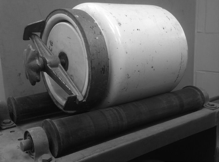 Mill Abrasion apparatus. (Courtesy of University of Massachusetts, Amherst, Massachusetts.)